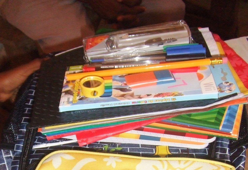 Nous achetons les fournitures scolaires